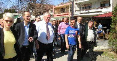 Шешељ у Варварину: Очекујем да победим Вучића у другом кругу
