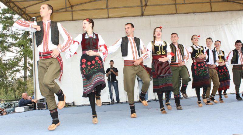 13. Међуокружна смотра фолклорних ансамбала у Орашју 27. маја