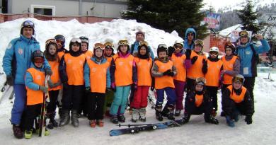 """Група ђака ОШ """"Јован Курсула"""" на једнодневном курсу скијања на Копаонику"""