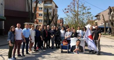 Напредњаци обележили Васкрс дељењем васкршњих јаја у центру Варварина