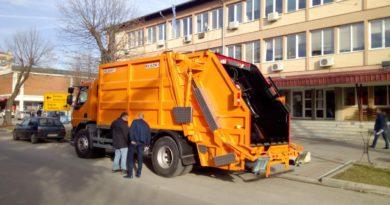 """ЈКП """"Варварин"""" набавило нови камион за изношење смећа"""