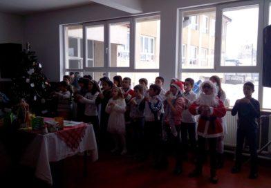 """Српска Нова година прослављена у ОШ """"Свети Сава"""" у Бачини, подељени новогодишњи пакетићи"""